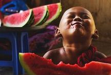 HAPPY PEOPLE / 5 FINGERS-  5 SENSES - 5 CONTINENTS . 1 WORLD - 1 FAMILY --- todos iguais - todos diferentes