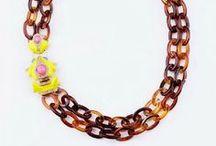 Collares. / Con colorido, falsos brillantes, luminosos y llamativos / by La Boutique de Sinforey