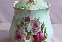 Cookie Jars/Biscuit Jars / by Marilyn Ledford