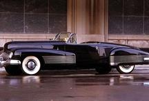 coches antiguos y modernos / Coches antiguos y modernos. Automóviles de época y vehículos futuristas. / by soyunalbondiga