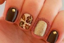 Beauty: Nails for Fall / Fall is the perfect time to show off some fall and autumn themed nails -in sparkle, of course!