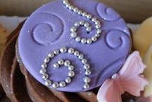 Bling Cupcakes /  Add some sparkle to your life with this pretty cupcakes!