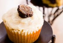 Paleo Cupcakes / What caveman or cavewoman wouldn't want these Paleo Diet friendly cupcakes?