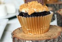 S'Mores Cupcakes / Whether you like camping or glamping, you have to have S'mores, especially on a cupcake!
