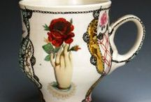 """""""Hand mit Blumen"""", hand painted Porcelain Collection / Tags: blau, blau und weiss, blue, blue and white, blume, bourbon, china paint, chinapaint, chocolate, coffee, cookie, cup, cyan, decals, die-cuts, drink, fernweh, flower, german, gold, green, hand, hand painted, handle, handmade, handpainted, japanese, japanese pattern, kaffee, keks, luster, milch, milk, mug, nostalgic, nostalgia, pattern, persian red, persisches rot, porcelain, raised decals, red, rot, rouge, tasse, tea, teller, tellerchen, victorian, vintage, whiskey"""