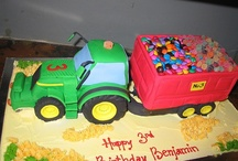 John Deere Birthday Ideas / Great ideas for the farmer in your life... or the future farmer... or anyone who loves to play with tractors. These party ideas work for birthdays, baby and wedding showers, and even grooms cakes.