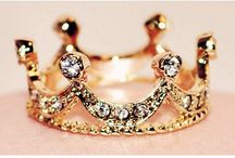 Jewelry is a girl's best friend.✨ / by Patricia Le