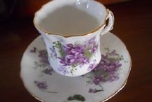 Tea Squee / I have an obsession with beautiful teacups & teapots. Elegant china is so beautiful. I don't have room to amass huge amounts of tea sets, but I can collect as many as I want here on Pinterest!