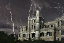 Haunted Missouri / Missouri does not fall short on all things haunted. Enjoy this list of haunted Missouri places you can actually visit and maybe even have your very own ghost experience!