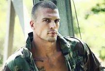 MEN | IN UNIFORM / Reading inspiration for military romance