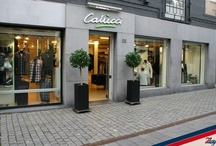 Calucci / Calucci mannenmode, gevestigd in het centrum van Breda, is al ruim 24 jaar toonaangevend op het gebied van herenmode: Calucci Mannenmode brengt je elk seizoen een compleet modebeeld, met variërende collecties van de bekende Italiaanse design labels zoals Armani Jeans, D&G, Ice Iceberg, Frankie Morello en Moschino.