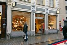 Lichtpunt Nederland / De winkel is gevestigd in het gezellige centrum van Breda op de hoek van de Lange Brugstraat. Een lamp bepaald vaak hoe je je in een ruimte voelt en het maakt of breekt de sfeer die de inrichting uitstraalt. Het is daarom belangrijk dat je de juiste verlichting kiest. Wij voorzien jou graag van advies en halen zelf veel plezier uit ons werk. Loop gerust eens binnen om ideeën op te doen onder het genot van een kopje koffie.