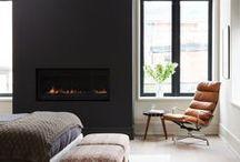 Foyers et cheminées / Découvrez comment profiter de votre foyer cet hiver.  On vous propose de l'inspiration pour aménager un coin foyer douillet et reposant, qui vous donnera envie de passer la saison hivernale au coin du feu!