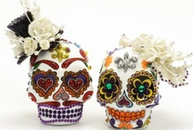 Día de Muertos everyday / Jewellery and accessories with a sugar skull theme.