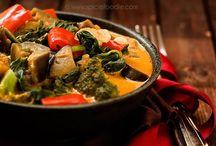 Raw & Vegan / Raw and vegan recipes. / by Carissa Luevano