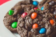 Cookies Everywhere / Who doesn't love a good cookie recipe? / by Cassie Howard (MrsJanuary.com)