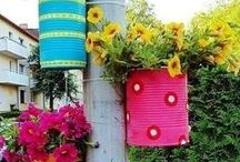 Painted Planters / Painted planter ideas, DIY outdoor projects, DIY projects, planter ideas, gardening decorations, weekend projects, easy outdoor projects.