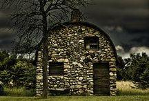 barns / by Gloria Thompson