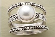 jewels / by Nḭ̃c̰̃õ̰l̰̃ḛ̃
