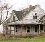 ThiS OLd HouSE / deliciously dilapadated....tattered and torn.....perfectly peeling.....washed out and worn....