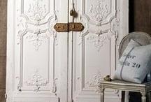 Puertas | Doors / Cerradas a intrusos y abiertas para el resto... / by Maria Gabriela Bermudez