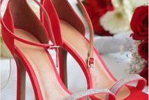 Rot | Hochzeit / Die Farbe der Liebe scheint prädestiniert zu sein für romantische Hochzeiten. Pantone hat für das Jahr 2016 einen ganz besonders intensiven Rotton zu einer der Farben des Jahres ausgerufen: die feurige Nuance Fiesta! Wir haben für Sie die besten Inspirationen und Ideen rund um die Trendfarbe zusammengestellt!