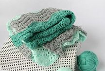 Crochet - Blanket Patterns and Stitches / Crochet patterns and inspirations for blankets. Bed covers, afghans, baby blankets etc. Granny squares and in the round work, stripes, rows, blocks.