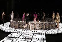 Versace-Paris Fashion week / Donatella presentó la colección Primavera 2013 de la casa de modas, donde el negro, dorado, fucsia y amarillo se tomaron la pasarela parisina.