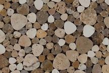 Mosaici / I mosaici in pietra, marmo e travertino di Pietre di Rapolano sono realizzati in varie forme e dimensioni, per offrire una ampia gamma di applicazioni per interni ed esterni. Il colore che li caratterizza è un mix di toni che provengono dai vari fronti delle nostre cave. L'utilizzo più comune del mosaico riguarda la realizzazione di decori da abbinare alle nostre piastrelle, completandone e arricchendone il risultato estetico finale.  http://www.pietredirapolano.com/mosaici/