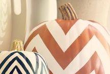 Season | Fall / leaves falling + pumpkins + turkey