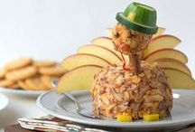 Cheeseball Inspiration / Holiday themed cheeseballs that are sure to delight your guests.