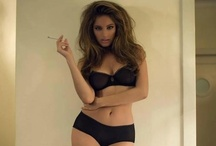 Figure de femme  / The female form in all of it's loveliness- hourglass shapes, toned shapes and skinny shapes included.