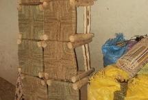 ‰ WOODEN WICKER STOOLS / Handgemaakte houten krukjes, met een zitting van riet, touw of stof.