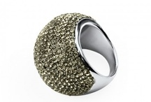STAINLESS STEEL JEWELRY / Stainless Steel Jewelry can stand up to any other piece of jewelry: the perfect shine, great resilliance in time, no allergen metals and casual line are just o few of the arguments they bring to convince us. Do they convince you?