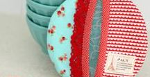 Sewing for the Kitchen / Kitchen Accessories - tea towels, hand towels, oven mitts, hot pads, napkins, serviettes, place mats, table runners, table cloths, aprons, plastic bag holders, casserole carriers - tutorials, ideas, inspiration