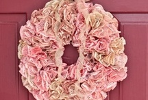 Wreaths / Hi, My name is Raye, and I am addicted to Wreaths!!  Well, not technically wreaths, I am addicted to collecting instructions for different wreaths!! :) One day I will make one or 2 of these!! :)