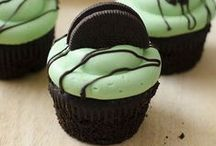Mint Chocolate Desserts / Mint and chocolate are the perfect flavor combination, especially in these recipes for cookies, cakes, pies, bars, ice cream desserts, candy and more.