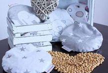 Kirschkernkissen von HOBEA / Das Kirschkernkissen von HOBEA-Germany sind in der richtigen Größe für winzige Bauchbäuchlein. Ein warmes Wärmekissen bringt -  nicht nur Babys und Kindern - Erleichterung bei Bauchschmerzen, Blähungen oder Koliken. Es kann auch bei Verspannungen, Gelenkschmerzen, Menstruationsbeschwerden oder kalten Füßen Wunder bewirken :)