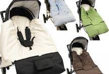 Kinderwagenzubehör von HOBEA / Du suchst eine praktische Babydecke für unterwegs oder einen kuscheligen Babyfußsack? Wir bieten dir verschiedene Decken und Fußsäcke für die Babyschale oder für den Kinderautositz an. Je nach Jahreszeit sind die Decken entsprechend gefüttert :)
