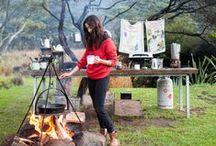Camping / Wat is er mooier dan kamperen in de natuur. Een mooi plekje in het bos, 's avonds broodjes bakken boven een vuurtje.
