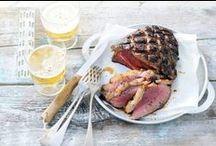 Barbecue grillmaster / Tuurlijk een hamburger of een sate zijn altijd goed. Maar er kan meer met de barbecue. Meer met vis, vlees en groenten. Wat dacht je van stoere pulled pork, forel in een krant of zelfgemaakte baba ganoush, een Midden-Oosterse dip met gegrilde aubergine? Ook lekker: pizza van de barbecue.