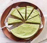 Recepten met avocado / De avocado: romig, vol goede vetten en eindeloos te combineren. Leg 'm in plakjes op je brood, 's middags in je taart en 's avonds in je wrap. Wij zijn fan.
