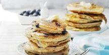 Pannenkoeken bakken / Een lekker veelzijdig ding, die pannenkoek. Eet 'm zoet of hartig, maak 'm van volkoren-, boekweit- of amandelmeel, vul 'm met banaan of met kikkererwten en tomaat.