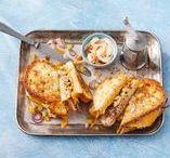 Recepten met tonijn / Een gerecht met tonijn betekent een lekker stevige vis op je bord. Tonijn uit blik is heerlijk door een salade of over het kalfsvlees van de vitello tonato, maar ook als stevige tonijnsteak. Lekker met tagliatelle en broccoli bijvoorbeeld.