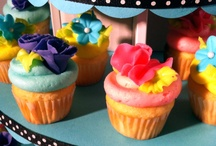 Mini Cupcakes  / we love mini cupcakes! Perfect for parties, bite size and yummy. They look great on our Mini and Petite Cupcaketrees.