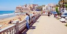 Sitges / Sitges is known for its beaches, nightspots, and historical sites. Learn everything about this place and follow us to discover Sitges!