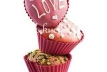 Valentine's Gifts - for her / Nie masz pomysłu na to co kupić ukochanej, a może zastanawiasz się co podpowiedzieć swojemu partnerowi zani uda sie na zakupy? W Okazje.info prezentujemy zestaw absolutnych pewniaków - oczywiście wszystko w walentynkowej tonacji;)