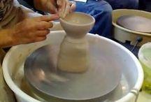 Keramiek technieken Video / Inspirerende video's die uitleg geven over de meest uiteenlopende technieken binnen de Keramiek. Draaien, Handvormen, Druktechnieken, etc.. All kind of inspiring Ceramic technique video's .. Some are in Dutch, Some in English