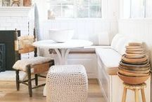 Banquettes + Breakfast Nooks / Inspirational banquette and breakfast nook ideas to create a warm, welcoming dining space.
