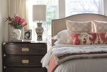 Master Bedroom Decor and Design Ideas / Master Bedroom decorating ideas for all budgets. Beautiful bedding, paint, and furniture.